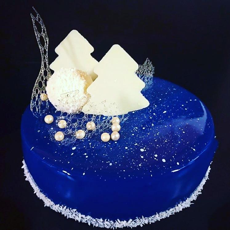 Mirror glaze – Modern Christmas Cake